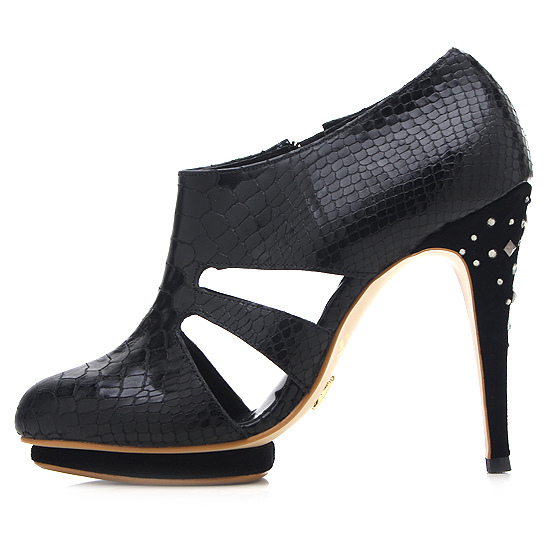 WIZWID :  designer shoes jinny kim ivanka trump prefall collection