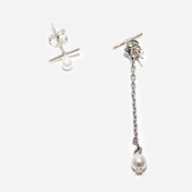 [Usual M.E] Pearl And Chain Unbalaced Earrings