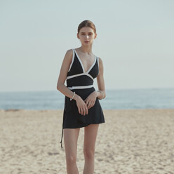 [Set] Simple Line One Piece And Beach Wrap Skirt