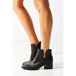 Urban Outfitters Lourdes Cutout Ankle Boot 할인가 139,400원