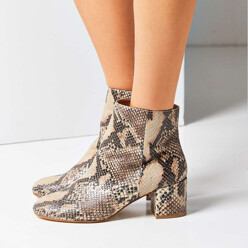 Urban Outfitters Thelma Ankle Boot 할인가 149,400원